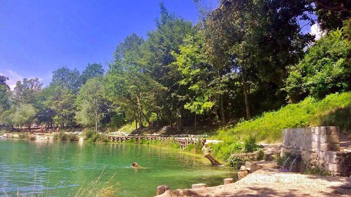 Tuffarsi nel Lago Sinizzo alle pendici del Gran Sasso - Yes Abruzzo!